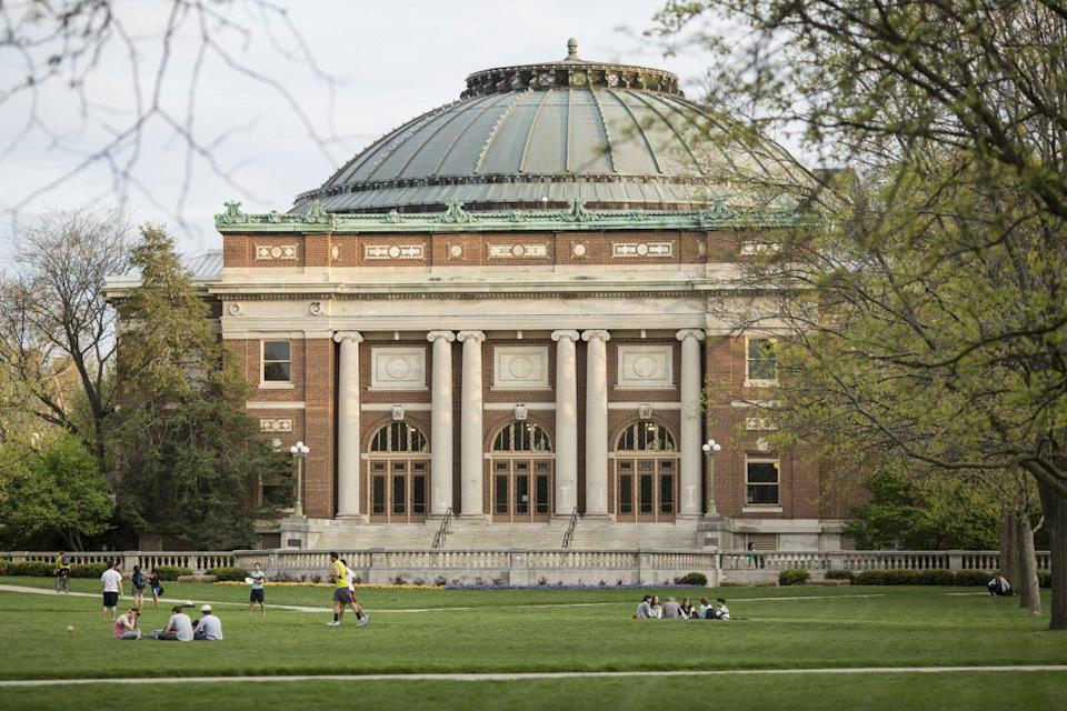 """UIUC, known as a """"cornfield university"""" among Chinese students, sees a decline in enrollment from the group this year. (UIUC)"""