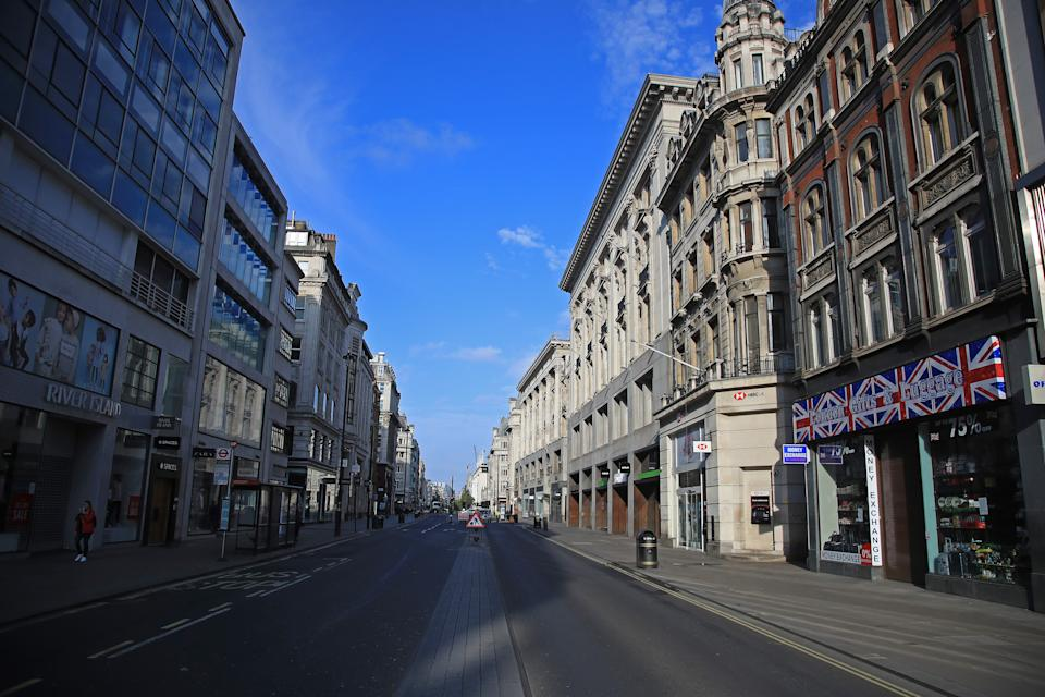 LONDON, ENGLAND  - APRIL 17: A general view of a deserted Oxford Street on April 17, 2020 in London, England. In a press conference on Thursday, First Secretary of State Dominic Raab announced that the lockdown will remain in place for at least 3 more weeks. The Coronavirus (COVID-19) pandemic has spread to many countries across the world, claiming over 130,000 lives and infecting more than 2 million people. (Photo by Andrew Redington/Getty Images)