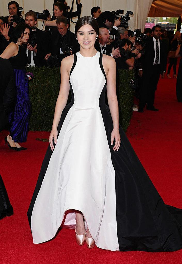 Hailee wore a two-toned gown with her hair swept back