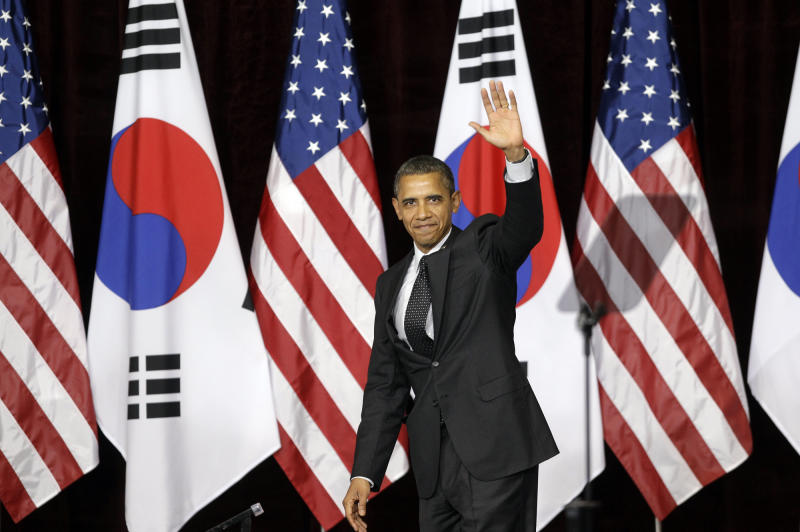 U.S. President Barack Obama waves after his speech at Hankuk University in Seoul, South Korea, Monday, March 26, 2012. (AP Photo/Lee Jin-man)