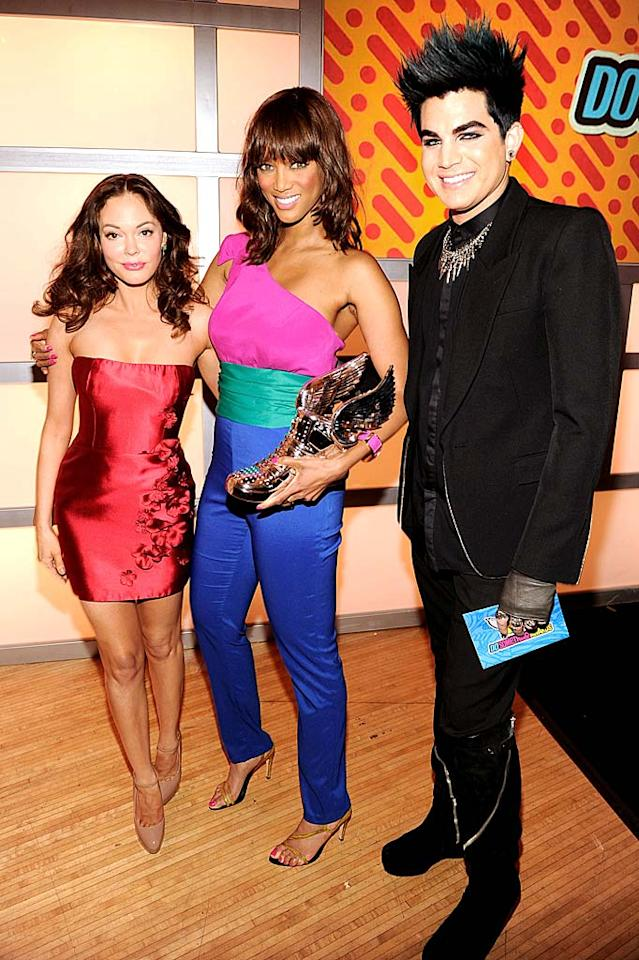 """Tyra Banks showed off her Do Something Style award -- honoring her work to support young women's positive body images -- which was presented to her by actress Rose McGowan. Singer Adam Lambert was up for the Music Artist award but was beat out by the Biebs. Kevin Mazur/<a href=""""http://www.wireimage.com"""" target=""""new"""">WireImage.com</a> - August 14, 2011"""