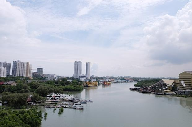The Sungai Perai is a Class III river and it can be rehabilitated to be a focal recreational public space.
