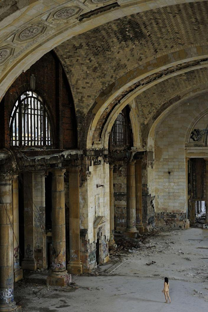 <p>Recognize this gorgeous building? That's because it was used in Eminen's movie, <em>8 Mile</em>. The Detroit train station, built in 1913, ultimately closed up shop in 1988.</p>