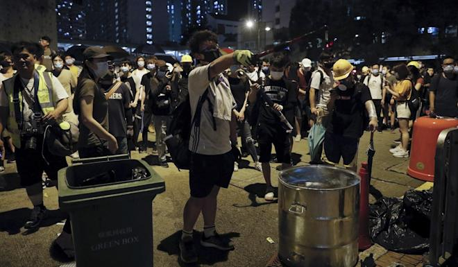 Protesters gather outside Kwai Chung Police Station Photo: AP
