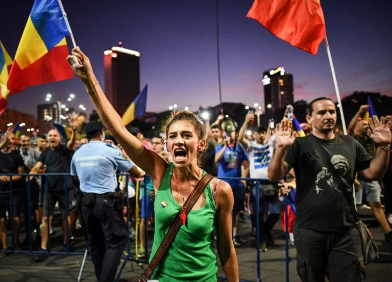 "An estimated 24,000 protesters gathered in front of the government's headquarters in Bucharest, waving the national flag and shouting  ""Thieves!"" (AFP Photo/Daniel MIHAILESCU)"