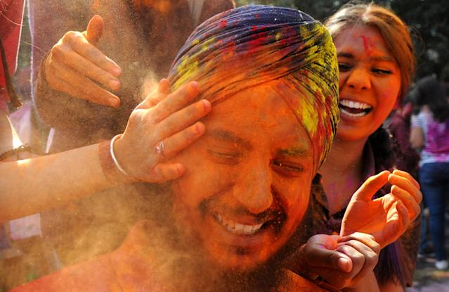 <p>Students playing with colours ahead of Holi at Panjab University on March 1, 2018 in Chandigarh, India. (Photo: Anil Dayal/Hindustan Times via Getty Images) </p>