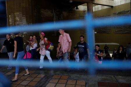 People evacuate a closed metro station during a blackout in Caracas, Venezuela March 25, 2019. REUTERS/Carlos Garcia Rawlins