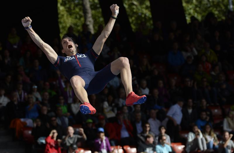 France's Renaud Lavillenie celebrates as he clears the bar to win the Men's Pole vault final during the European Athletics Championships at the Letzigrund stadium in Zurich on August 16, 2014 (AFP Photo/Franck Fife )