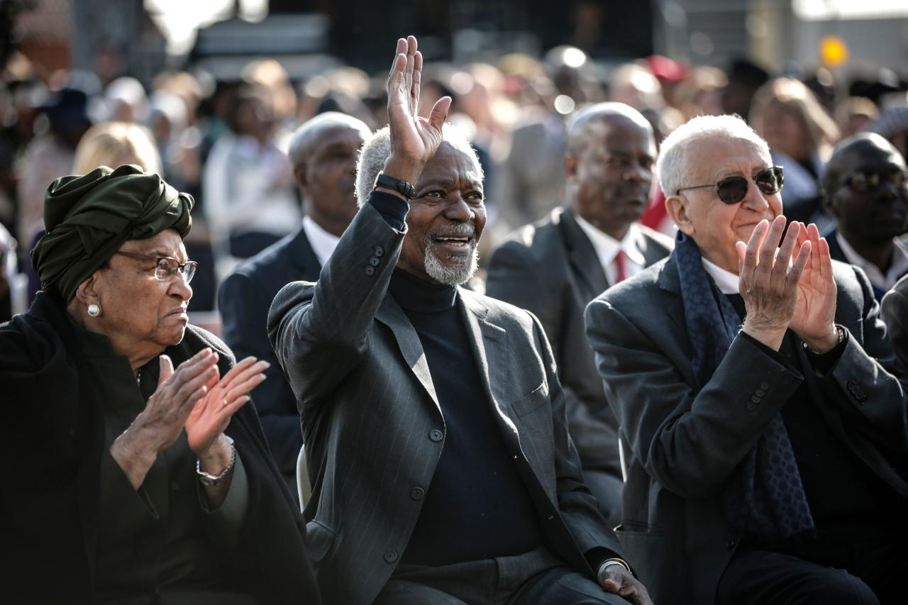 <p>Liberian politician Ellen Johnson Sirleaf (L), former secretary-general of the United Nations Kofi Annan, former Algerian United Nations politician Lakhdar Brahimi (R) attend the Elders walk together for 100 Sparks of Hope to celebrate Nelson Mandela's 100th Anniversary at Constitution Hill in Johannesburg on July 18, 2018. (Photo: Gulshan Khan/AFP/Getty Images) </p>