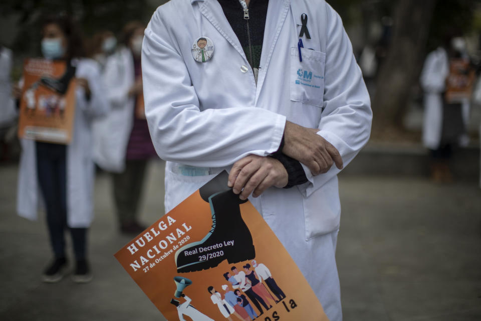 Health services members protest calling for a general strike and demanding more labor protection on their jobs in Madrid, Spain, Tuesday, Oct. 27, 2020. Spanish doctors are staging their first national walkout in 25 years to protest what they say are poor working conditions and the weakened state of the national public health system. (AP Photo/Manu Fernandez)