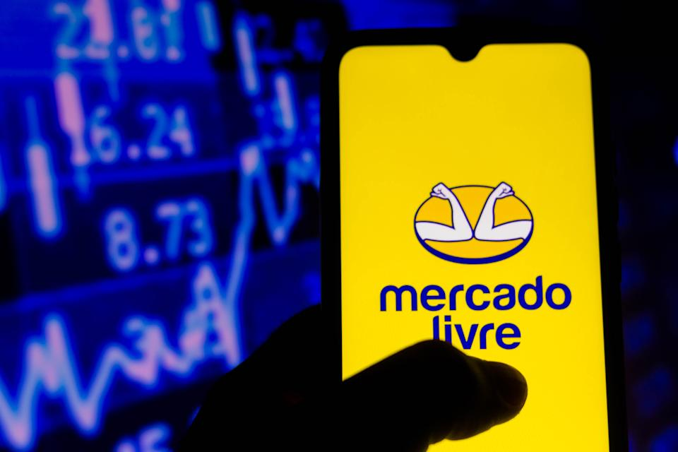 BRAZIL - 2021/08/06: In this photo illustration, the Mercado Livre logo seen displayed on a smartphone. (Photo Illustration by Rafael Henrique/SOPA Images/LightRocket via Getty Images)