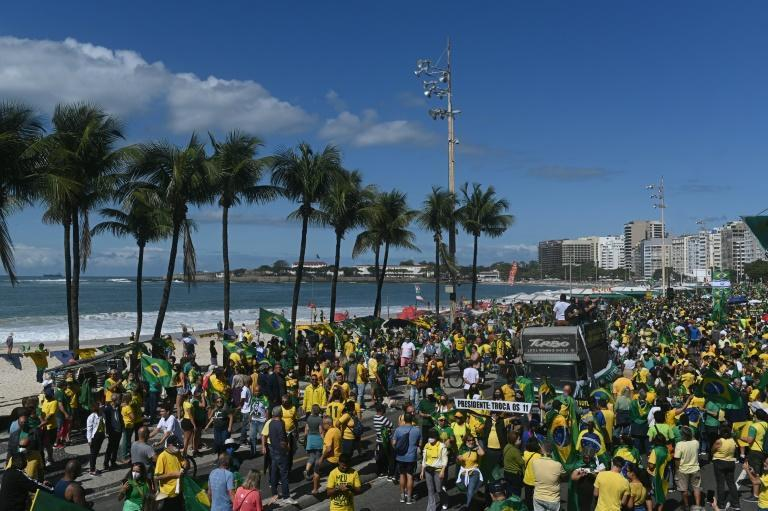 Many who took part in the demonstration on Copacabana beach were not wearing a face mask
