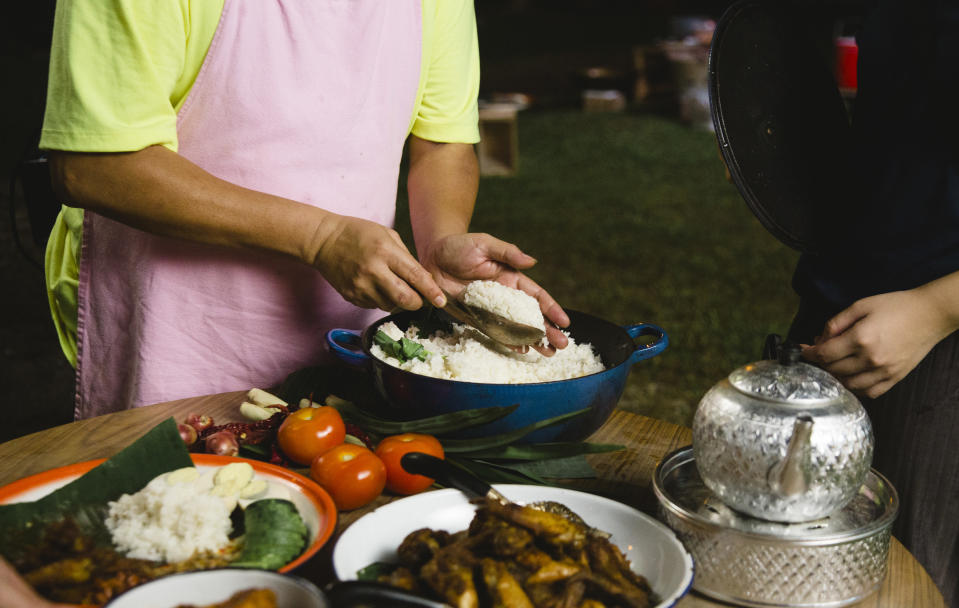 """Private chef Tinoq's attempt to revive the kampung spirit in his home is one of the stories told in the second season of """"Memories On A Plate"""". (Photo: Viddsee)"""