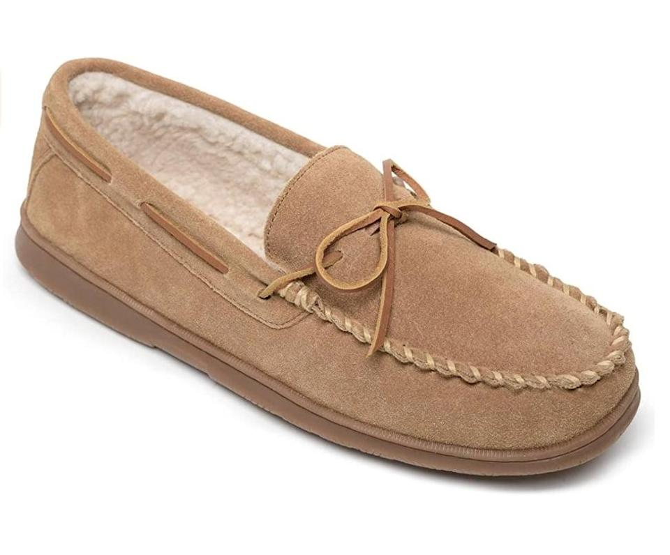 <p>Keep his feet toasty warm with these <span>Sperry Men's Trapper<br> </span> ($50 - $89).</p>