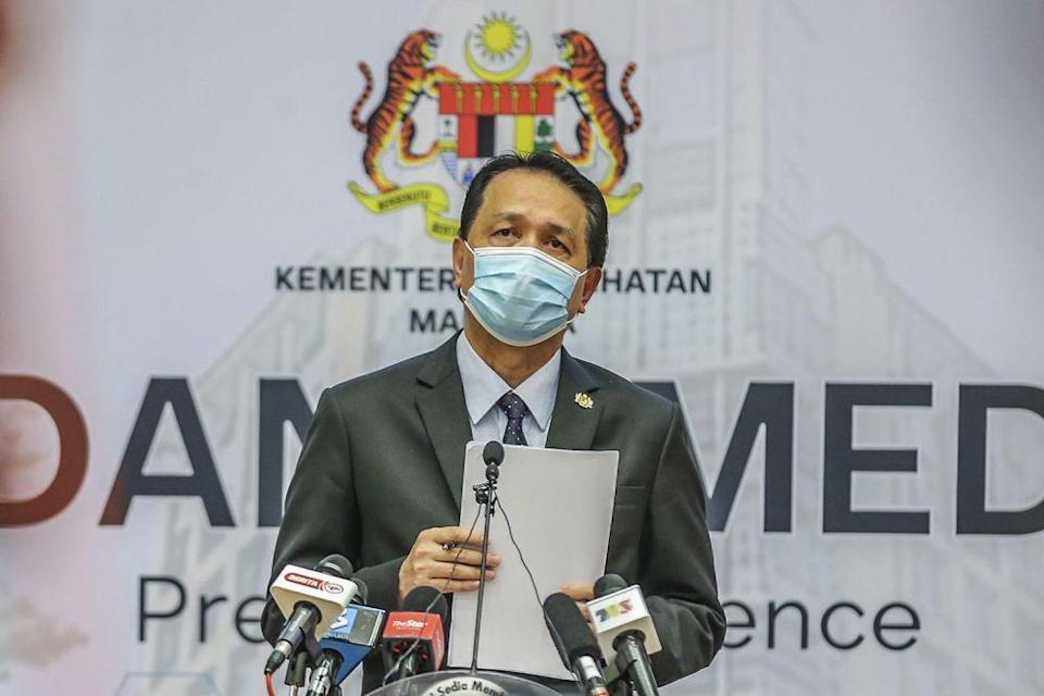 Health director-general Tan Sri Dr Noor Hisham Abdullah said the number of new Covid-19 infections detected over the last 24 hours was 15,902, giving Malaysia a cumulative total of 996,393 since the pandemic began. — Picture by Hari Anggara