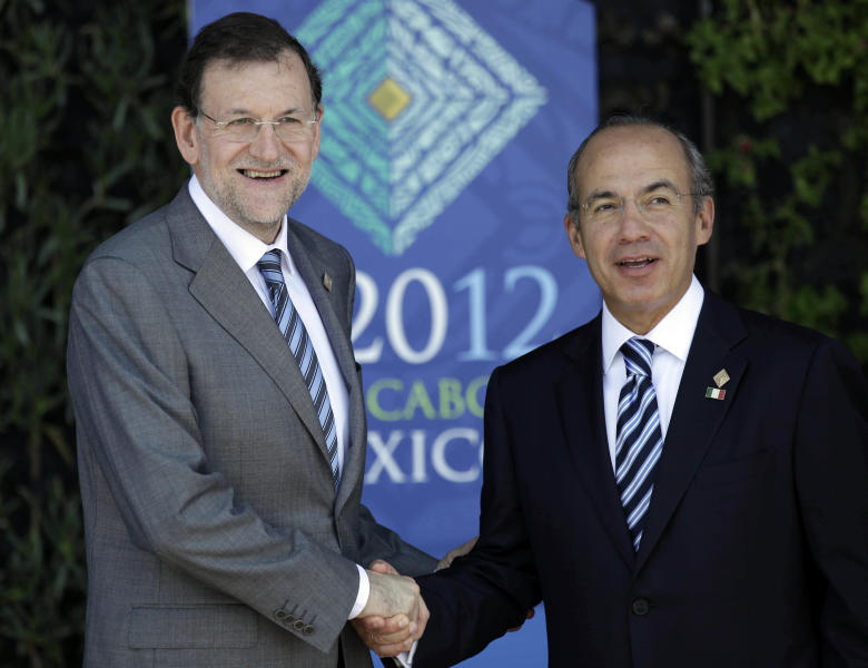 Spain's Prime Minister Mariano Rajoy, left, greets Mexico's President Felipe Calderon as they pose for pictures during the opening ceremony of the G20 Summit in Los Cabos, Mexico, Monday, June 18, 2012. (AP Photo/Eduardo Verdugo)