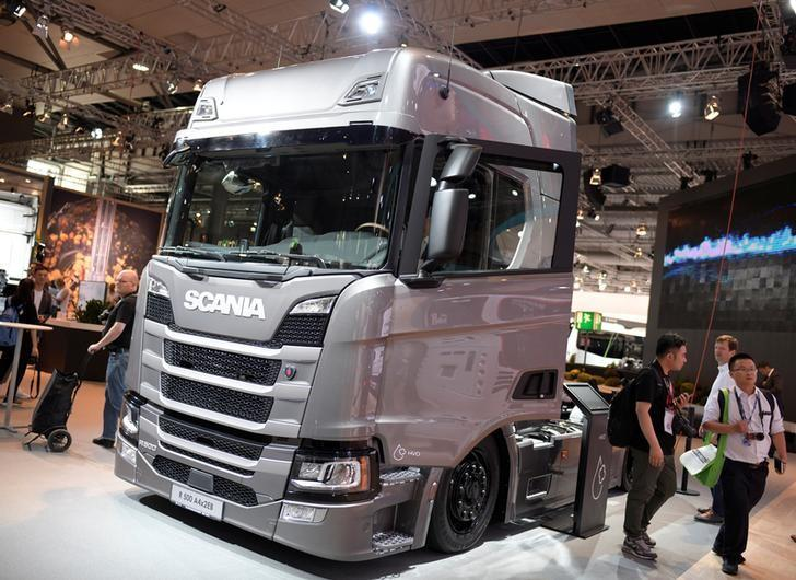 Traton's Scania to temporarily lay off nearly all staff in Sweden - radio