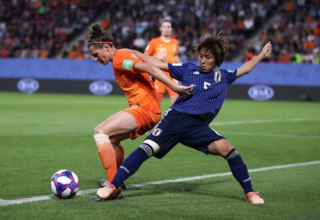 Merel Van Dongen of the Netherlands is challenged by Mana Iwabuchi of Japan during the 2019 FIFA Women's World Cup France Round Of 16 match between Netherlands and Japan at Roazhon Park on June 25, 2019 in Rennes, France. (Photo by Alex Grimm/Getty Images)
