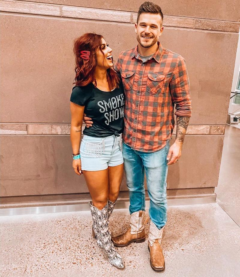 Chelsea Houska and Cole DeBoer pose for a photo