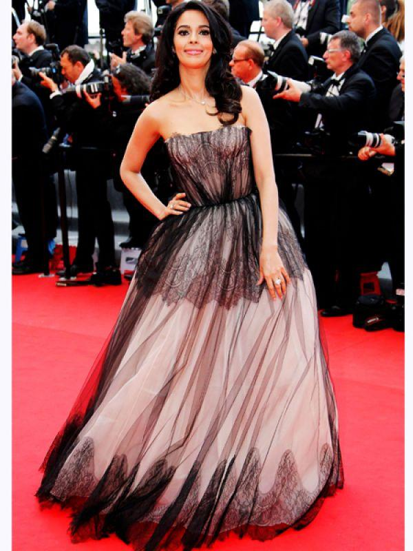 "<p><strong>Mallika Sherawat</strong>: In an interview with the Variety Studio at the Cannes Film Festival, Mallika said, âœI was the first actress in India to kiss onscreen and wear a bikini. Imagine, in this 21st century I became a fallen woman and a superstar at the same time.""<br /><strong>We say</strong>: Fake accent and lying through your teeth, Mallika you seriously need an intervention.</p>"