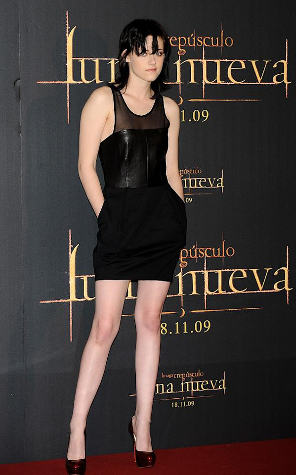 """<a href=""""http://movies.yahoo.com/movie/contributor/1807776250"""">Kristen Stewart</a> at the Madrid photocall for <a href=""""http://movies.yahoo.com/movie/1810055802/info"""">The Twilight Saga: New Moon</a> - 11/12/2009"""