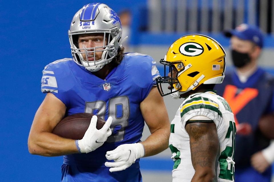Detroit Lions tight end T.J. Hockenson (88) holds the ball after a play Dec. 13, 2020, against Green Bay Packers safety Will Redmond (25) during the second quarter at Ford Field.