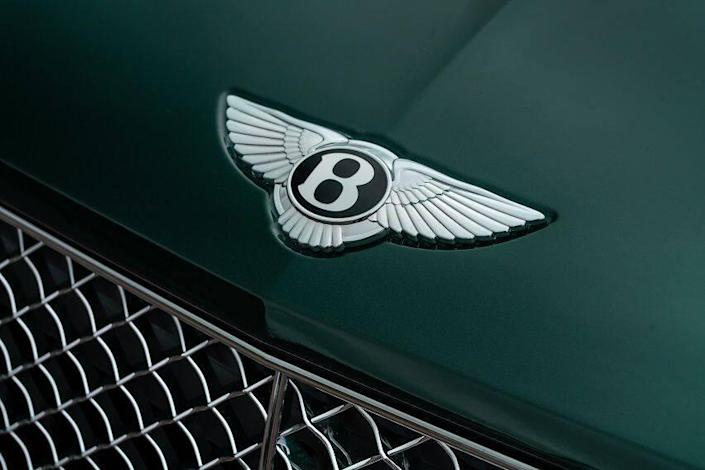 https://www.bentleymedia.com/en/newsitem/1117-continental-gt-family-gets-new-colours-and-features-for-the-summer/#images
