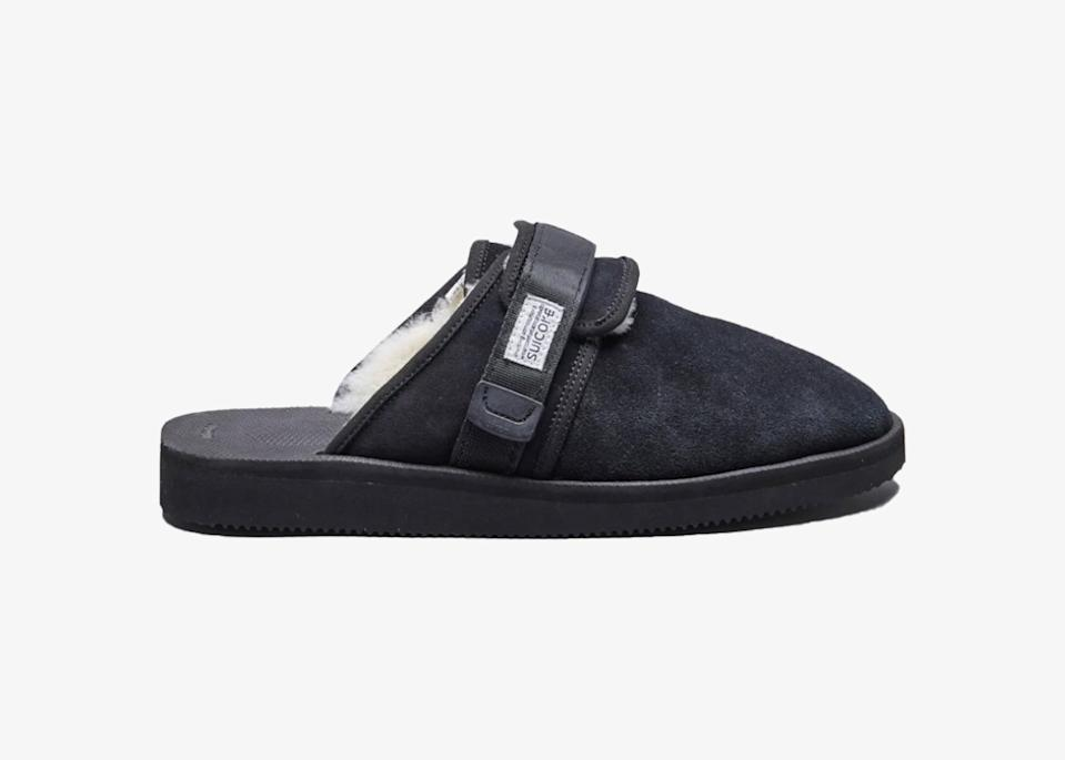 """Suicoke often blends and blurs the line between slipper, sandal, and shoe—so you can wear their pieces however you see fit. We like these close-toed, shearling-lined slides that would work as well with pajamas indoors as they would with a nice loose trouser pant at lunch. The Zavo-Mab's upper is made of cow suede, and the shoe is available in black, <a href=""""https://cna.st/affiliate-link/2WCz5sTzkxBSE8jMytWSahXH552m2MYCCFN9GGSrYwXKfasQdGUFXz6GFGrGhMwQAtMHgYkq37rJRRE7RkPN7AMjGHvY51uXM2FdmMUu5obKACSLzVvnfL15XMwTcKupHyYUYJeauphiDon3EHF3?cid=60510a53a427490a979b4eae"""" rel=""""nofollow noopener"""" target=""""_blank"""" data-ylk=""""slk:brown"""" class=""""link rapid-noclick-resp"""">brown</a>, or <a href=""""https://cna.st/affiliate-link/428C3oXt36Tzp1MJjJamrmBZWsnKBst3BqbZYghnP8bomTybtCMztB9XF4fvKheUNVoFZy3s9jibWyW6CpkbFWeTERwn8xTgyCidGQZuocpoX6ZABTnAjTHD7CC9Z9aKMoJyQpaS7bAvV?cid=60510a53a427490a979b4eae"""" rel=""""nofollow noopener"""" target=""""_blank"""" data-ylk=""""slk:navy"""" class=""""link rapid-noclick-resp"""">navy</a>. $200, Suicoke. <a href=""""https://suicoke.ca/collections/mens/products/zavo-mab-black-ss21"""" rel=""""nofollow noopener"""" target=""""_blank"""" data-ylk=""""slk:Get it now!"""" class=""""link rapid-noclick-resp"""">Get it now!</a>"""
