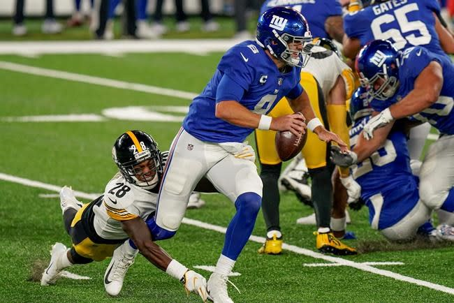 QB Jones leads Giants' running game without injured Saquon