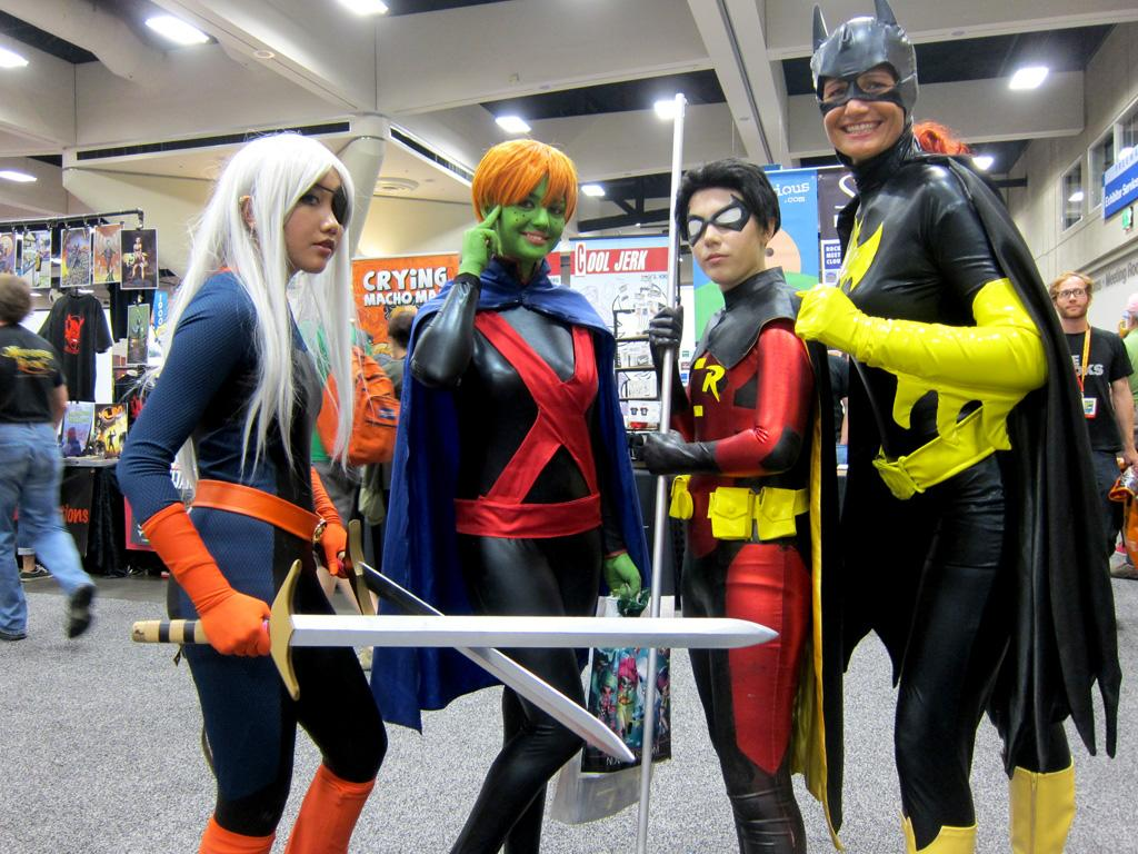 Deathstroke, the Martian Manhunter, Robin and Batwoman join forces - San Diego Comic-Con 2012