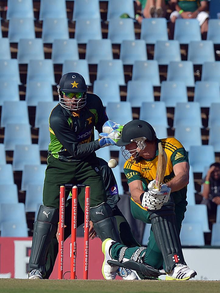 South Africa's Ryan McLaren plays a shot during the third and final one-day international (ODI ) cricket match between South Africa and Pakistan at SuperSport Park in Centurion on November 30, 2013.  AFP PHOTO / ALEXANDER JOE