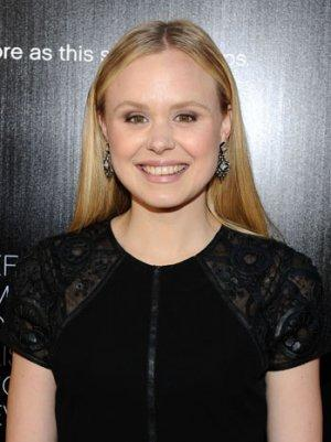 'The Newsroom' Star Alison Pill Accidentally Tweets Topless Photo