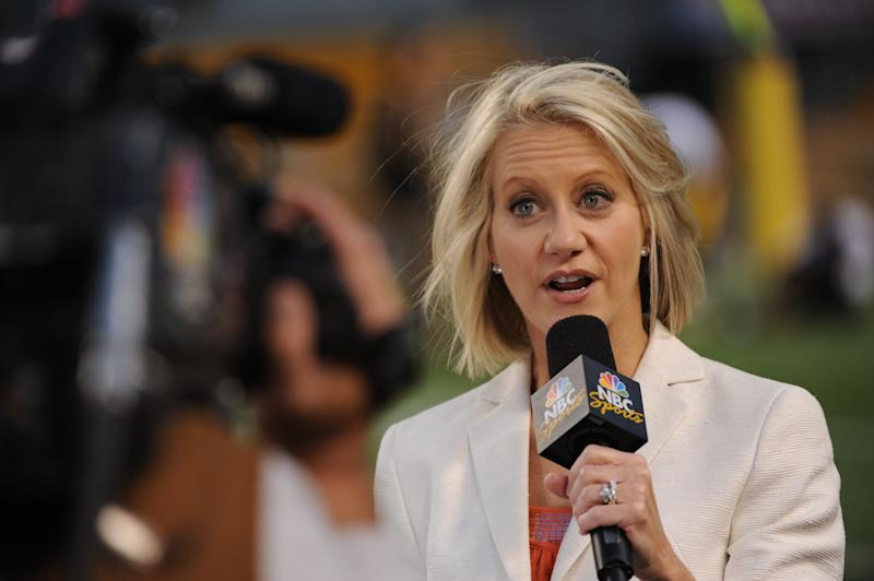 PITTSBURGH - SEPTEMBER 10: NBC Sunday Night Football sideline reporter Andrea Kremer reports from the field before an NFL game between the Tennessee Titans and Pittsburgh Steelers at Heinz Field on September 10, 2009 in Pittsburgh, Pennsylvania. The Steelers defeated the Titans 13-10 in overtime. (Photo by George Gojkovich/Getty Images)