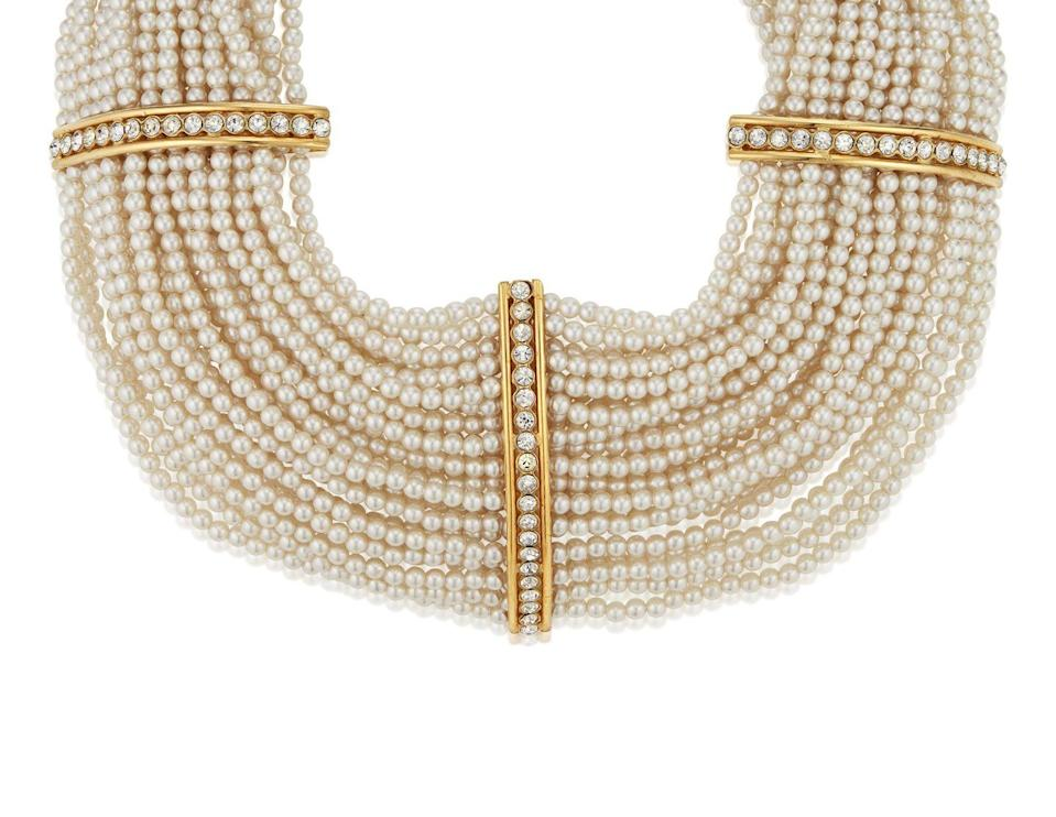 <p>This captivating choker is estimated to be worth $1,000 to $2,000.</p>
