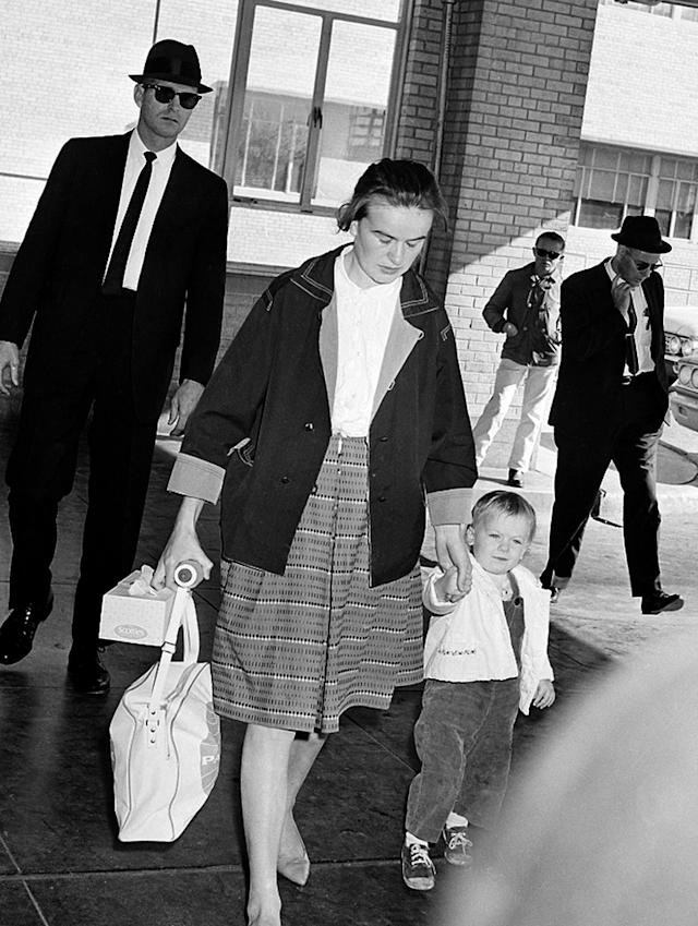 <p>Marina Oswald, wife of Lee Harvey Oswald, arrives with her daughter, June, at the Parkland Hospital in Dallas, Texas, where her husband died after being fatally shot by nightclub owner Jack Ruby, on Nov. 24, 1963. (Photo: AP) </p>