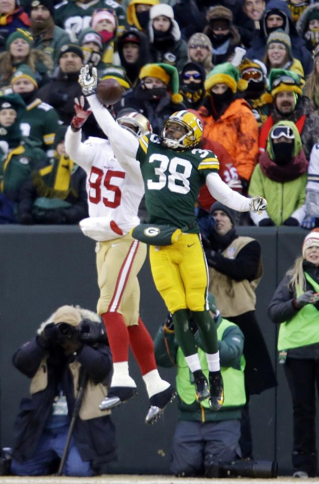 Green Bay Packers cornerback Tramon Williams (38) breaks up a pass intended for San Francisco 49ers tight end Vernon Davis (85) during the first half of an NFL wild-card playoff football game, Sunday, Jan. 5, 2014, in Green Bay, Wis. (AP Photo/Jeffrey Phelps)
