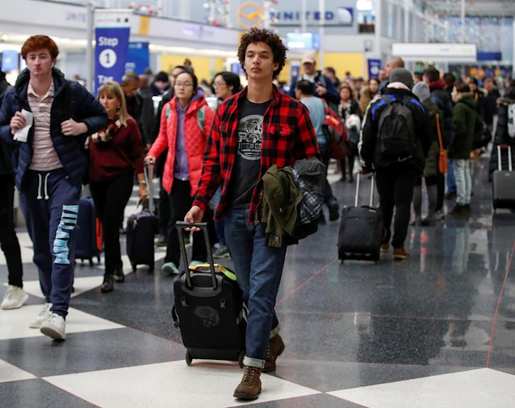 Travelers go through O'Hare International Airport before the Thanksgiving Day holiday in Chicago, Illinois, U.S., November 20, 2018. REUTERS/Kamil Krzaczynski
