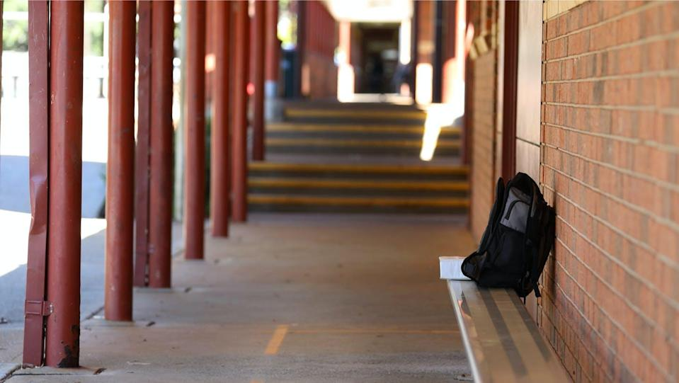 """<span class=""""caption"""">shutterstock</span> <span class=""""attribution""""><a class=""""link rapid-noclick-resp"""" href=""""https://www.shutterstock.com/es/image-photo/single-isolated-student-bag-backpack-outside-1767937454"""" rel=""""nofollow noopener"""" target=""""_blank"""" data-ylk=""""slk:Shutterstock / Lincoln Beddoe"""">Shutterstock / Lincoln Beddoe</a></span>"""