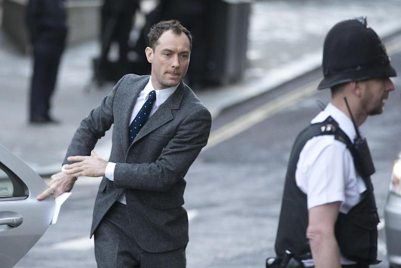 British actor Jude Law arrives at The Old Bailey law court in to give evidence at the phone hacking trial in London, Monday, Jan. 27, 2014. Former News of the World national newspaper editors Rebekah Brooks and Andy Coulson are along with several others on trial for charges relating to the hacking of phones and bribing officials while they were employed at the now closed tabloid paper.(AP Photo/Alastair Grant)