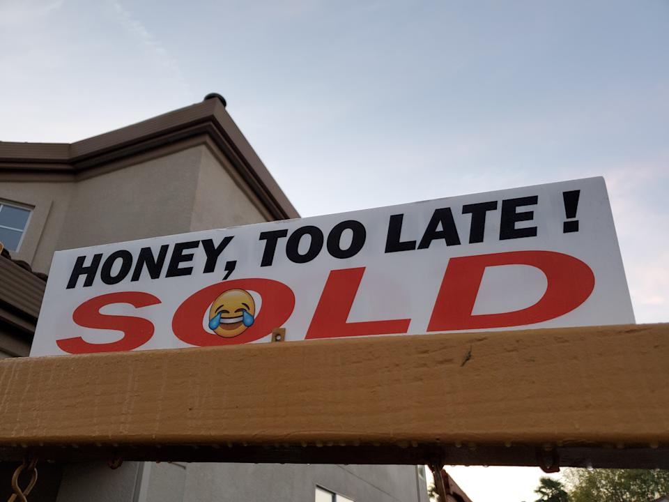 Real estate sold sign in San Ramon, California, in 2019. (Photo: Smith Collection/Gado/Getty Images)