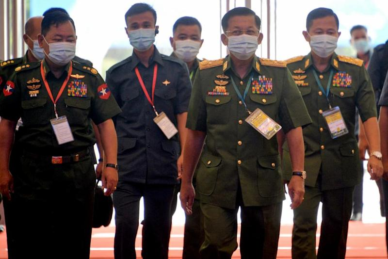 Generals Min Aung Hlaing, second right, and Soe Win, right, with home affairs minister Lieut General Soe Htut.