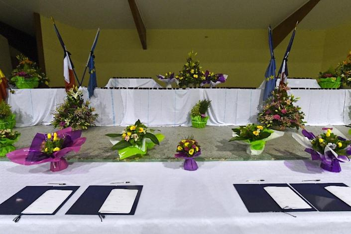 Condolence books are seen on March 24, 2015 in a sports hall in the southeastern French town of Seyne, near the site where a German Airbus A320 of the low-cost carrier Germanwings crashed, killing all 150 people on board (AFP Photo/Boris Horvat)