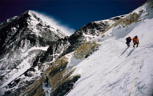 Chow's shot of climbers near an altitude of 7800m on Mount Everest. The summit can be seen on the left. (Stefen Chow photo)