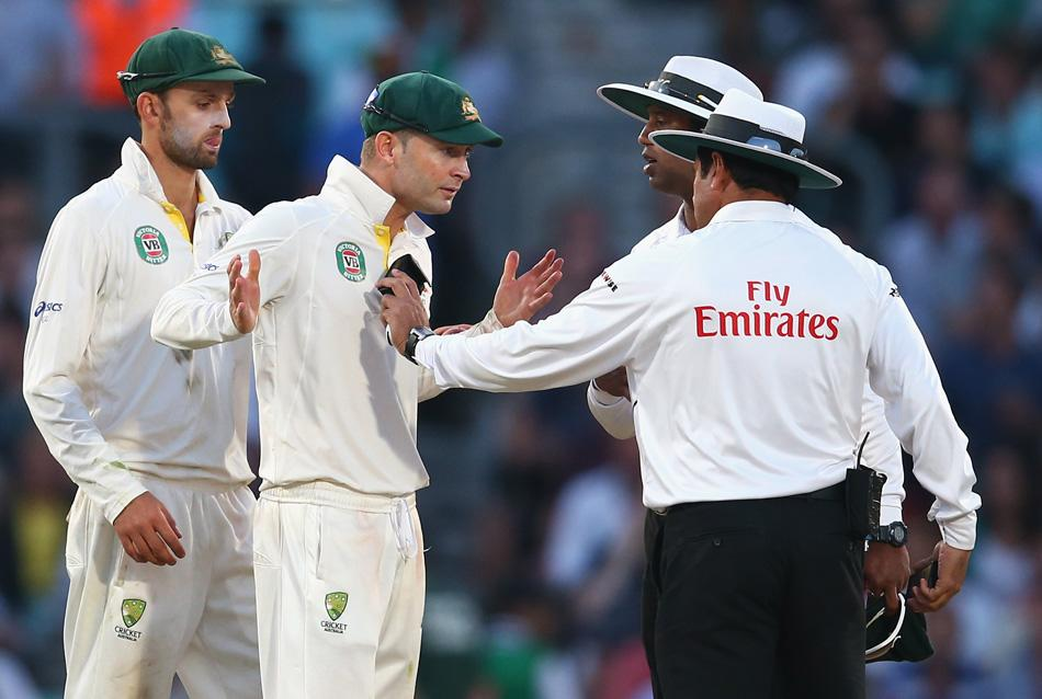Michael Clarke of Australia remonstrates with umpire Aleem Dar before bad light ended the match during day five of the 5th Investec Ashes Test match between England and Australia at the Kia Oval on August 25, 2013 in London, England.  (Photo by Ryan Pierse/Getty Images)