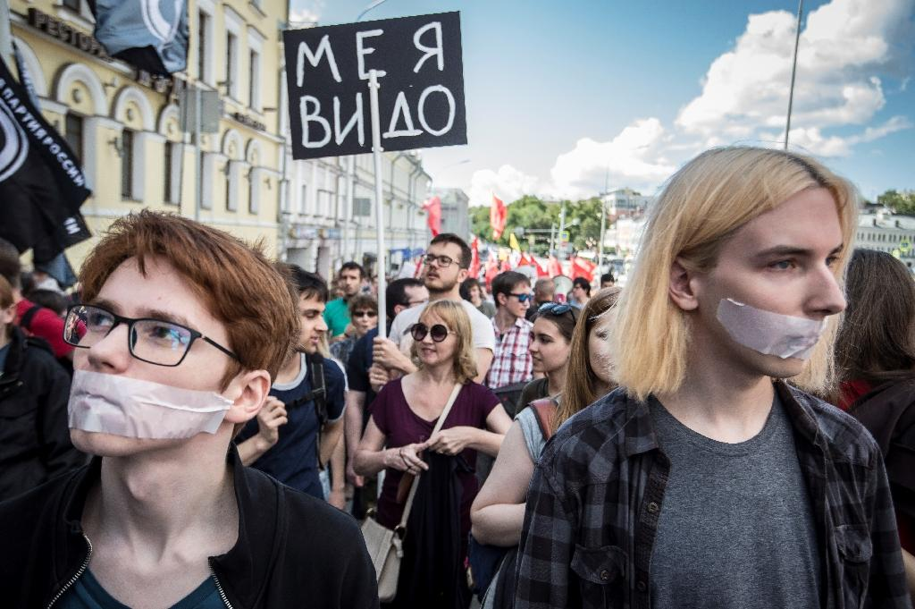Around 1,000 people demonstrated in Moscow against Russian government controls on the internet (AFP Photo/Mladen ANTONOV)