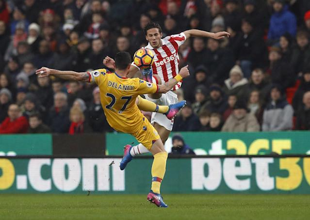 <p>Stoke City's Ramadan Sobhi (right) and Crystal Palace's Damien Delaney fight for the ball</p>