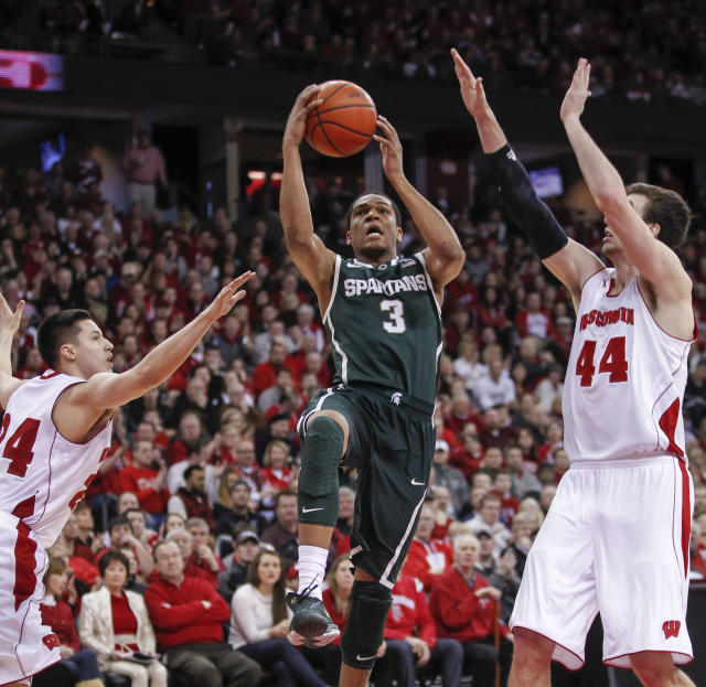 Michigan State's Alvin Ellis III, (3) shoots between Wisconsin's Bronson Koenig, left, and Frank Kaminsky during the first half of an NCAA college basketball game on Sunday, Feb. 9, 2014, in Madison, Wis. (AP Photo/Andy Manis)