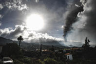 Smoke billows from a volcano near Los Llanos de Ariadne on the island of La Palma in the Canaries, Spain, Tuesday Sept. 21, 2021. Several small earthquakes have shaken the Spanish island of La Palma off northwest Africa, keeping nerves on edge as rivers of lava continue to flow toward the sea after Sunday's volcanic eruption with the lava gradually closing in on the more densely populated coastline. (Kike Rincon/Europa Press via AP)