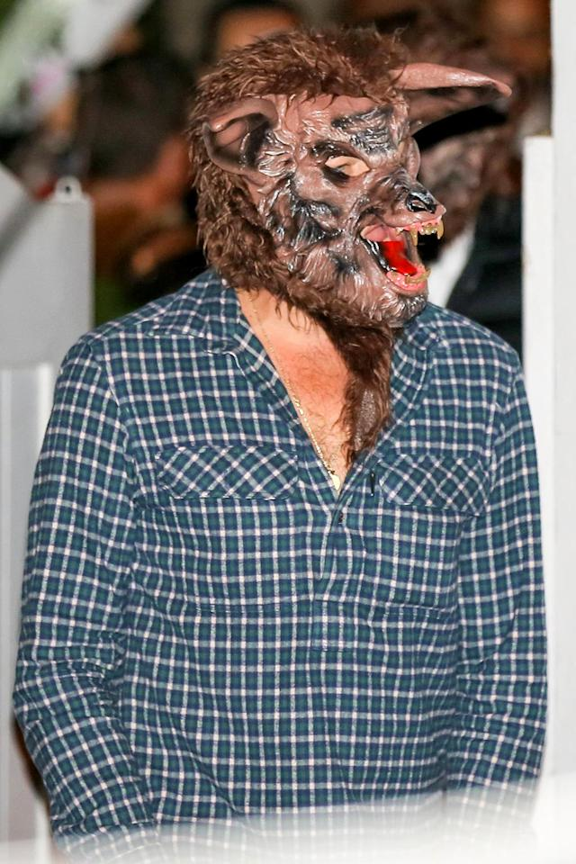 <p>The Oscar winner must have been howling at the moon in his werewolf mask. (Photo: AKM-GSI) </p>