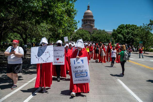 Pro-choice protesters marching in Texas against the new abortion proposals back in March, dressed as characters from Atwood's 'Handmaid's Tale' (Photo: Sergio Flores via Getty Images)